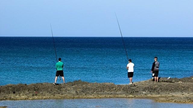 Pesca al mare con gli amici
